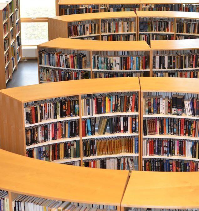 Biblioteket holder åpent